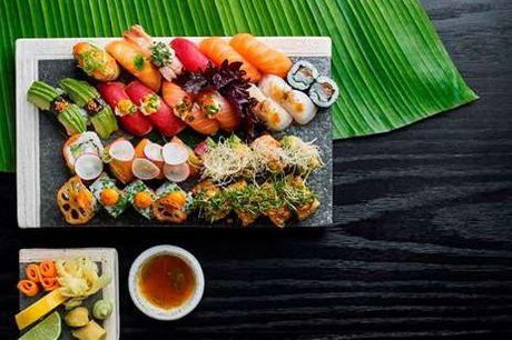 Sushi for 2 hos Karma Sushi. Karma Sushis restauranter står klar til at gøre dig en oplevelse rigere. Du inviteres indenfor i en helt særlig hyggelig atmosfære, hvor alt fra service til lamper er designet specielt til Karma Sushi. Her vil du få serveret e