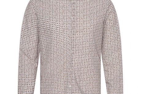 Minnesota råhvid. skjorte i 100% bomuld, pasform der sikrer behagelig komfort og farver der passer til enhver lejlighed. Uden brystlomme for at holde den rene stil.Både enkel og stilfuld skjorte der vil passe godt til året konfirmand. Kombiner den farve d