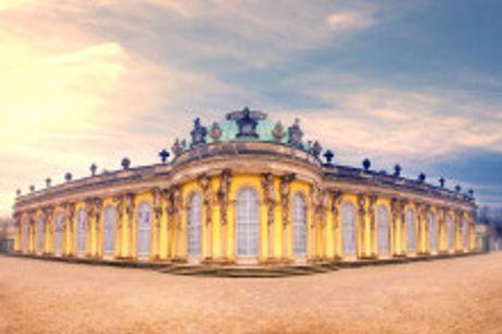 Lassen Sie sich vom Charme Potsdams verzaubern.. Das Hotel Am Luisenplatz befindet sich in einem Stadtpalais aus dem Jahre 1726. Es besitzt 38 Zimmer, Appartements und Suiten, die mit Bad/Dusche, Fön, TV, Minibar, Sitzecke und zum Teil mit Balkon ausgesta