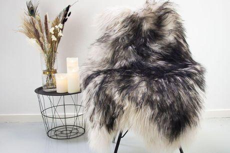Lammeskind-Islandsk-Langhåret-Hvid/Sort. 1 -2Dages levering! Lammeskind skaber en særlig hyggelig atmosfære i ethvert hjem, samtidig med at det er et tidløst produkt, som du aldrig vil være foruden