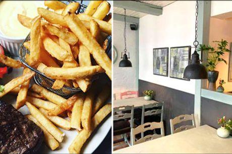 Farmors Cafe - Populær og yderst kunderost - Glæd jer til en lækker middag for 2 personer hos Farmors Cafe, vælg mellem steak eller wienerschnitzel, værdi kr. 298,-