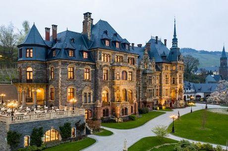Duitsland Moezelvallei - Schloss Lieser Autograph Collection vanaf € 197,00. Kasteelverblijf met wijnproeverij aan de rivier