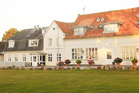 Danmarks Bedste Badehotel 2020 ved Stevns Klint - Before dinner-drink, 3-retters middag og morgenbuffet.