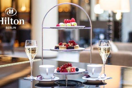 Edler Champagner mit Schoko-Fruchtspießen, Kaffee und Kuchen in der Listo Lounge am Gendarmenmarkt (bis zu 50% sparen*)