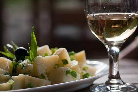 Desfrute de uma refeição à portuguesa na companhia de quem mais gosta na Taberna da Baixa, em Lisboa! Aproveite agora por apenas 39,9€