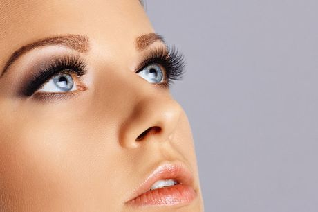 £9 instead of £295 for an eyelash perming and tinting course from Lead Academy - save 97%