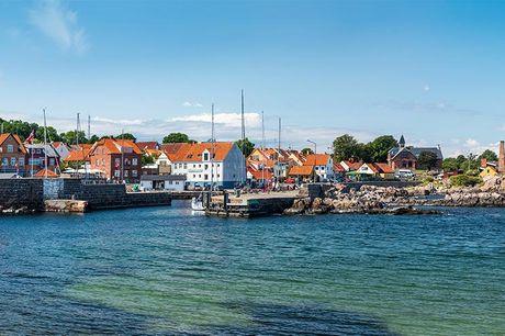 Bornholm:  Ophold i ferielejlighed - for min 2 pers - 2-3 eller 6 overnatninger i 2-4 personers ferielejlighed - 2-3 eller 6 x brunch (kl. 08.00-11.00) - 2-3 x 3-retters menu efter kokkens valg (ved 6 nætter: 6 x dagens ret) - Udendørs swimmingpool, havud