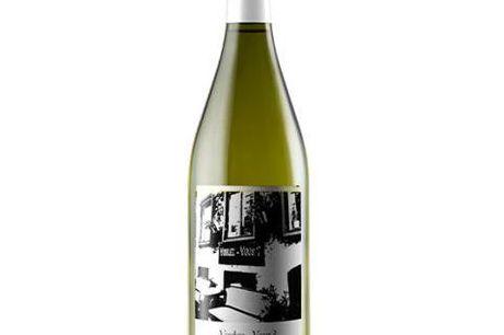 6 flasker Voulez Vous hvidvin. Denne skønne hvidvin fra Chateauneuf du Papes er let, livlig og forfriskende, og giver en dejlig elegance og en fin struktur. Ejeren af restaurant Voulez Vouz, Nicolas Vahe, har i samarbejde med vingården Maison Brotte i Cha