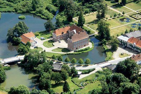 Ophold ved Gram Slot med halvpension - 1-2 nætter i dobbeltværelse eller ferielejlighed med morgenmad - Rundvisning på slottet - Halvpension
