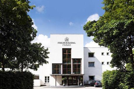 Fremragende ophold på Frederiksdal Sinatur Hotel inkl. middag og prosecco. Inkl. overnatning i superior-værelse med balkon, 3-retters middag og prosecco