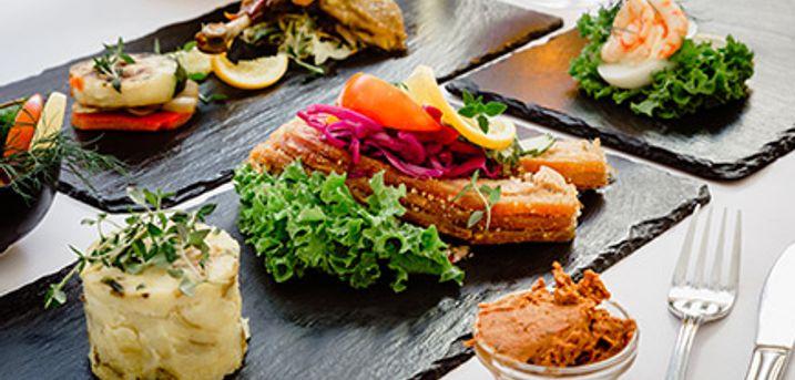 Juleanretning hos Restaurant Amadeus tæt på Kgs. Nytorv. 7 retter med brød fra eget bageri.