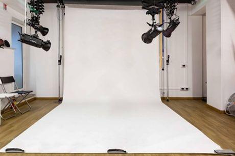 Corso di fotografia con modella professionista, presso 6PM Studio, zona Marconi (sconto fino a 68%)