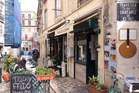 Situado no Largo das Portas do Sol, em Lisboa, no restaurante Porta d'Alfama encontra diversas iguarias da cozinha tradicional portuguesa bem como espetáculos de fado. Chame a sua cara-metade e desfrute de um menu para 2 composto por: Couverts + Petisco +