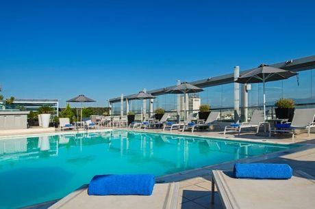 Wo Ihnen Athen zu Füßen liegt - Kostenfrei stornierbar, Radisson Blu Park Hotel Athens, Athen, Griechenland - save 50%