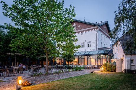 Schlossromantik im Norden Limburgs - Kostenfrei stornierbar, Pillows Charme Hotel Chateau De Raay, Baarlo, Limburg, Niederlande - save 26%