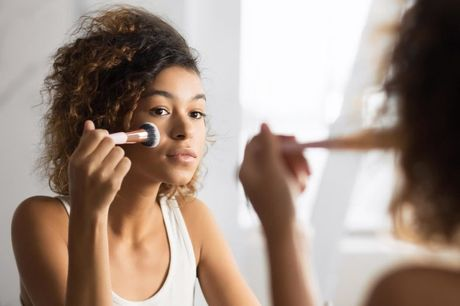 £9 for an online professional makeup artist training course from Janets Quality Education For All