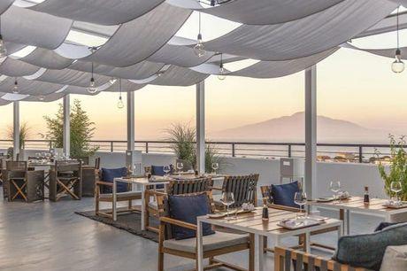 Hinreißender Blick über die Bucht von Neapel - Kostenfrei stornierbar, Hilton Sorrento Palace, Sorrent, Kampanien, Italien - save 57%