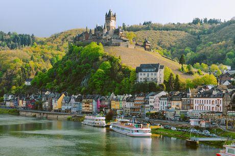 Oplev det fantastiske område omkring Rhinen tæt ved Koblenz med et ophold på Hotel Wyndham Garden Lahnstein