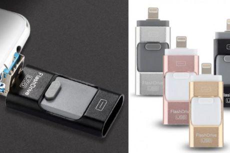 Et USB-stik til at flytte dine billeder Det dobbelte USB-stik kan sættes direkte i telefonen og i computeren med en kombination af både USB og mikro-USB. På den måde kan du nemt og hurtigt frigive plads på telefonen. Vælg mellem 16 eller 32 GB.