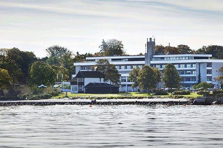 Vidunderlige Vedbæk i Nordsjælland byder på smukke omgivelser og rig mulighed for gode oplevelser. Nyd et dejligt ophold for 2 på Hotel Marina Vedbæk nær den skønne strand og hyggelige havn.