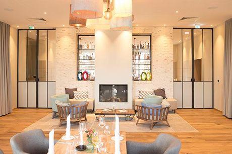 Med den smukkeste beliggenhed ved fjorden Slien i Slesvig finder I stemningsfulde Hotel Strandleben. Et dejligt sted, hvor ro, atmosfære og god mad er i højsædet. Vælg mellem 1 eller 2 nætter med morgenbuffet og en 3-retters middag.
