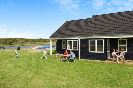 Lej et feriehus for 4 til 6 personer, og tag på oplevelse i Danmark. Du kan vælge mellem feriehus i 7 forskellige ferieparker i Jylland og på Fyn.