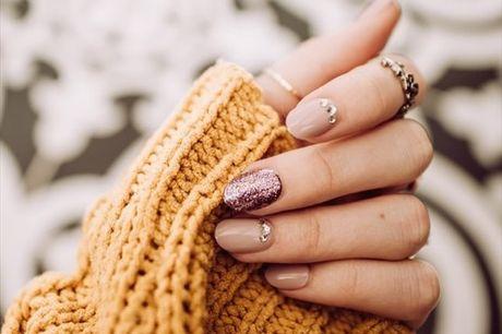 Consiga umas mãos e pés de princesa com esta Manicure + Pedicure com aplicação de gelinho! Apenas 19,9€
