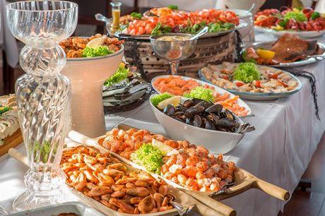Langeland: Ophold med fiskebuffet og vin - for 2 - 1 overnatning i ny-renoveret standardværelse - Fiskebuffet med friskfanget fisk - En flaske husets vin under middagen - Morgenbuffet