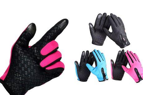 Hold hænderne varme og tørre hele vinteren med et par smarte vind- og vandtætte handsker. Handskerne fås i 3 farver og 4 forskellige størrelser.