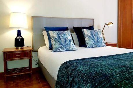 Tire uns dias de descanso para si e desfrute de uma escapadinha romântica perto da praia. O The Blue Bamboo - Hotel & SUP localiza-se na zona histórica de Vila Nova de Milfontes e a menos de 500 metros da Praia da Franquia e das Furnas. Aproveite agora 1