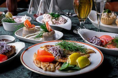 Frokosttallerken hos Turesen. 5 hjemmelavede serveringer - inkl. tarteletter ad libitum