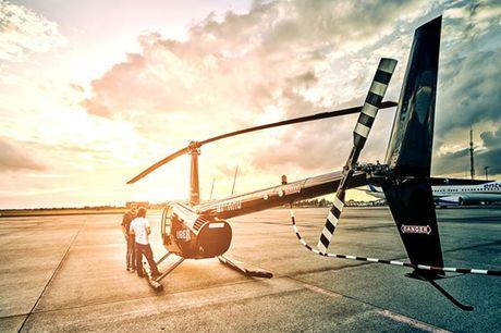 Spændende helikopterrundflyvning.  Byer over hele landet: HeliCompany Vælg mellem: - Helikopterrundflyvning på 8-10 minutter (ca. 25 km i luftlinje) - Helikopterrundflyvning på 18-20 minutter (ca. 55 km i luftlinje)