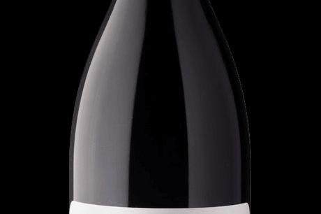 Clarendon Hills, Piggott Range Syrah 2014. En smuk vin med et fundament af sort kompleksitet og mineralske toner. Modne blommer menthol, mørk chokolade og cassis. Fyldig og ungdommelig i munden, med faste tanniner og en afbalanceret syre.En vin der lige e
