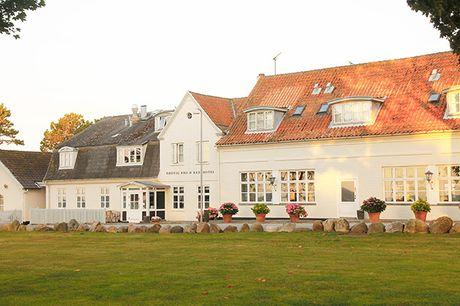 Nyd en ægte badehotelsoplevelse på idylliske Rødvig Kro & Badehotel. Hotellet ligger på Stevns med udsigt til Østersøen, og er kåret som Danmarks Bedste Badehotel 2020. Opholdet er inkl. 1 overnatning, middag og morgenbuffet.