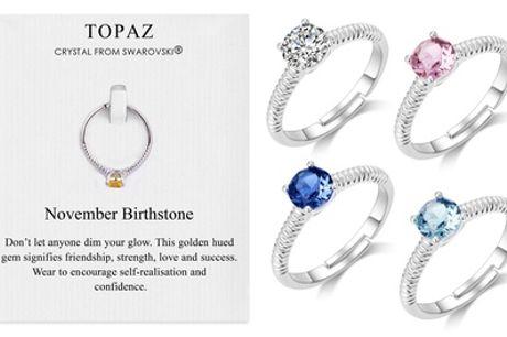 Anillo de piedra de nacimiento de Philip Jones decorado con un cristal de Swarovski®
