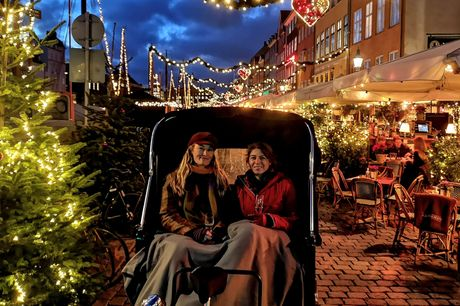 Oplev Nyhavn, Gråbrødre Torv, Skuespilhuset og meget mere med 1½ times guidet rundtur med cykeltaxa. Guiden kender alle de seværdigheder og historier, som er gemt i baggårde og rundt omkring i København, så I kan glæde jer til en god oplevelse.