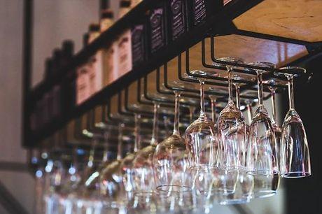 Se é um verdadeiro amante de Vinho do Porto ou de espumantes, temos o workshop certo para si onde, entre outras coisas, poderá desfrutar de alguns vinhos, do porto ou espumantes, e aprender mais sobre as suas categorias e estilos. Aproveite por apenas 34,