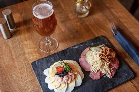 Smørrebrød, stjerneskud eller pariserbøf.  Vesterbro Torv: Café Barbar Bar Vælg mellem: - 1 stk. Stjerneskud på rugbrød - 2 stk - 1 stk. Pariserbøf