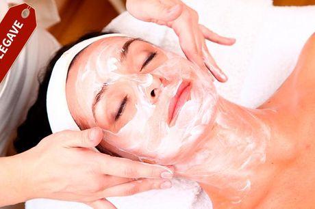 50 minutters manicure og ansigtsbehandling giver dig en manicure. Manicuren kombineres med en klassisk ansigtsbehandling, hvor din hud plejes med økologiske og naturlige produkter og samtidig får en let ansigtsmassage. Den luksuriøse behandling tager 50 m