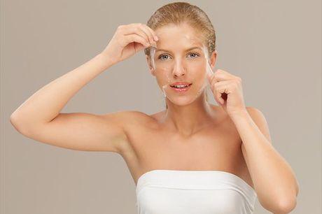 O Peeling Químico acelera o processo de descamação da pele, conseguindo assim uma pele mais jovem e bonita. Não espere mais e comece já hoje a cuidar de si. Apenas 34,90€