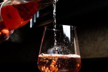 Portugal é conhecido pelos seus requintados vinhos e agora, com este tour vai poder compreender melhor a verdadeira riqueza da cultura vínica em Portugal. Tour para 1 pessoa por apenas 23,25€