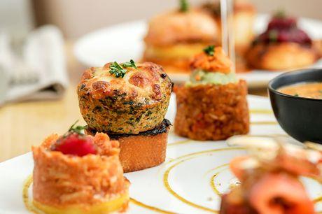 Nyd den unikke atmosfære i Københavns latinerkvarter og glæd dig til en helstøbt aften med masser af franske fristelser, når stemningsfulde Le Poêlon D'or serverer en smagfuld 8-retters middag med valgfri hovedret og dessert.