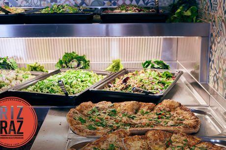 Frokost og dessert på RizRaz. Få sommervibes med en kæmpe Middelhavsbuffet