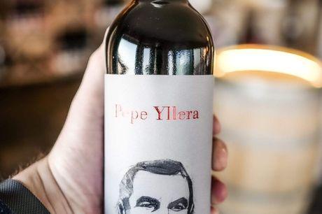 Pepe Yllera Roble Ribera del Duero 2018. Moderne, frugtig og smagfuld rødvin i topkvalitet, der inviterer til både hverdagsservering og fest. Ekstremt alsidig og populær  -  samt ikke mindst meget vanedannende. Prøv selv! Denne fremragende Roble Ribera de