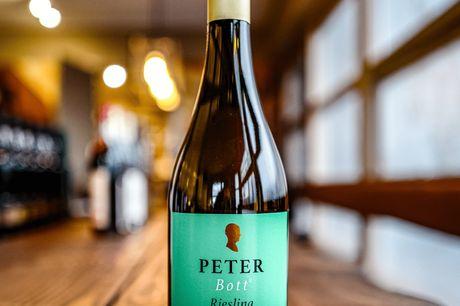 Peter Bott Riesling. Vores mestpopulære blandt vores kunder og den mest solgte hvidvin vi har! Mere end 100gode bedømmelser fra vores kunder! Er du på jagt efter en easy-to-drink Riesling? Så er dette vidunder fra Peter Bott lige noget for dig! Her få