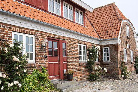 Glæd jer til at besøge Hotel Nørre Vinkel i Lemvig direkte ved Limfjordens blanke vande. Her kan I slappe af i charmerende rammer, nyde dejlig mad og opleve den smukke, omkringliggende natur. Inkl. 1 overnatning, gastronomimiddag, vinmenu m.m.