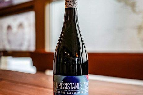 Chaffey Bros La Resistance 2017. Australsk vin i sin fineste og mest moderne form! Svogrene Daniel Chaffey Hartwig og Theo Engela er den nyeste generation af Chaffey-familien, der udøver deres vinhandel i Australien.De originale Chaffey-brødre (canadisk