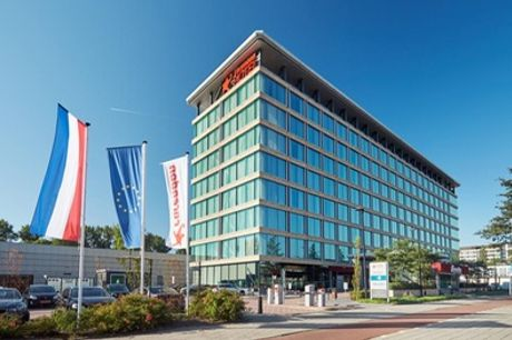 Amsterdam: luxe kamer voor 2 met all you can eat dinerbuffet, ontbijt, late check-out en parkeren in Corendon City Hotel