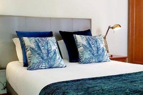 Refugie-se no The Blue Bamboo - Hotel & SUP e celebre o amor na companhia da sua cara-metade. Localizado na zona histórica de Vila Nova de Milfontes e com um programa romântico composto por 1 noite + jantar romântico no restaurante panorâmico do hotel, de