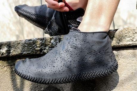 Vandtætte gummi overtræk til sko med anti-slip såler, 3 farver. Er du også træt af våde sko og strømper efter løbeturen i regnvejr, eller ønsker du bare at holde dine og dine børns sko rene og pæne, så er disse overtræk til sko det helt rigtige at bruge -